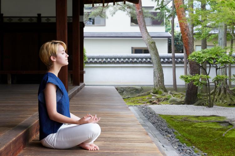 women meditating in japan